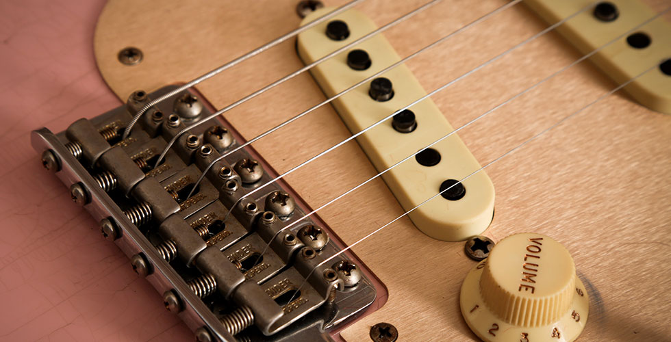 Thinner Strings Are Easier To Bend Pick Perform Legato And Arpeggios Add Flavour Your Playing The Downside Is They Dont Sound Quite As Chunky