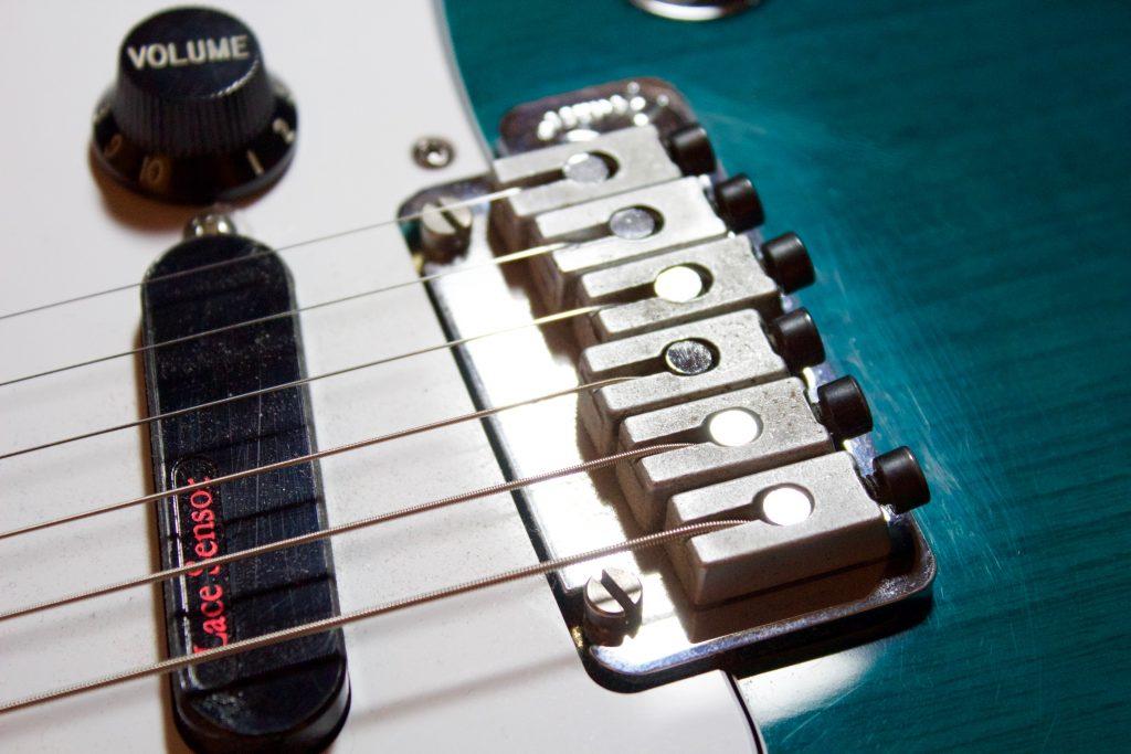 Locking tremolo bridge on 1998 Fender American Deluxe Stratocaster