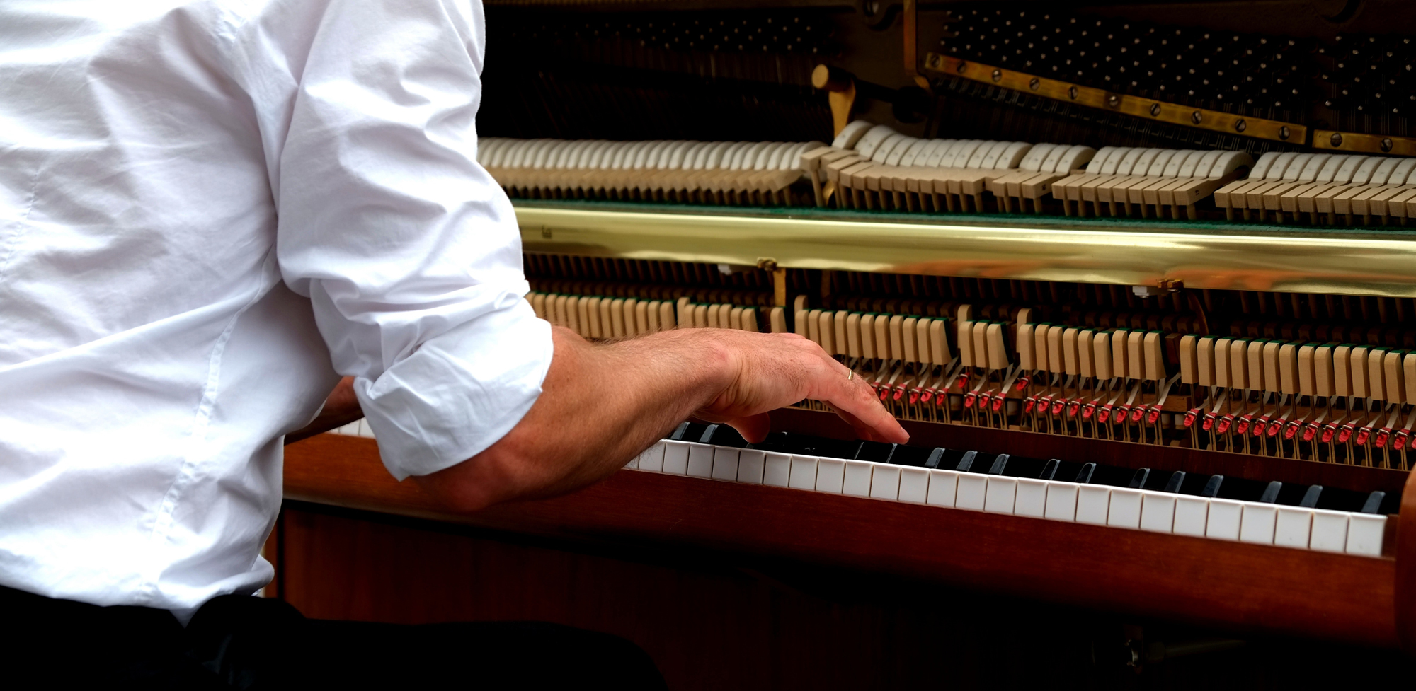 How does a piano work?
