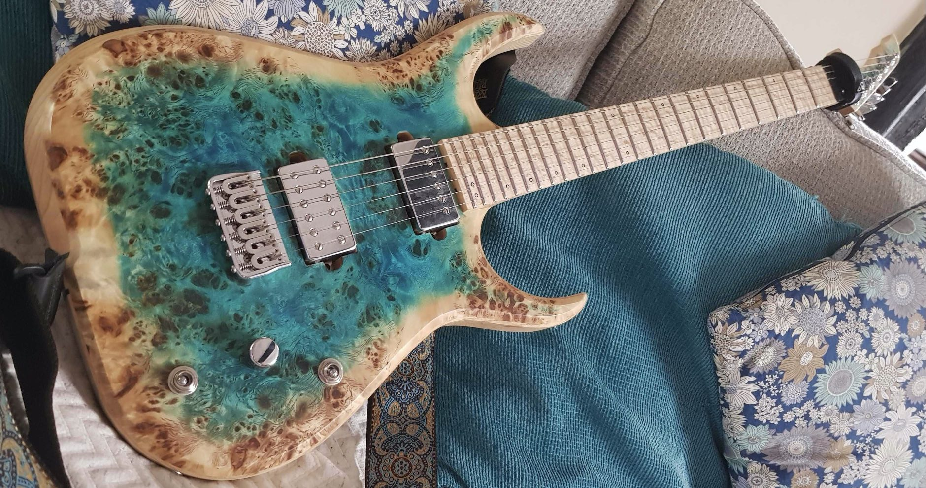 Cian Hodge Skervesen Raptor 6 Guitar